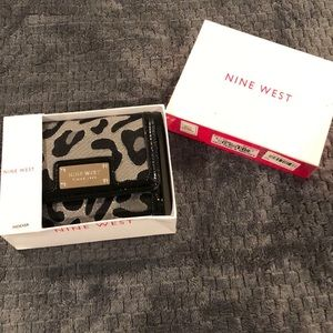 Nine West Glitter-atzzi animal print wallet